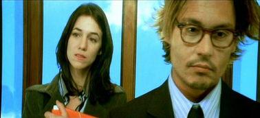 些奇怪而拗口的法国爱情伦理电影.   因为不经意间的对其中强尼戴普...