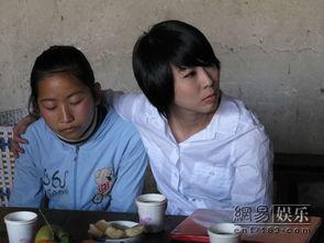 许茹芸丽江探访贫困女童 希望帮其父医治眼疾