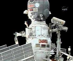 ...斯航天员第二次太空行走 安装飞船新泊位