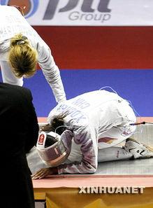 含着跪撅起腐书网-当日,在曼谷大运会击剑女子佩剑团体赛中,陈晓冬意外滑倒,右脚踝...