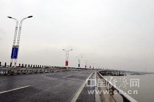 太湖旅游资源的开发,拉近了吴江沿太湖东岸的松陵、横扇、七都等地...