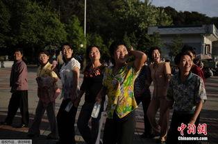 ...年公园里游玩的朝鲜女人.-九月的平壤