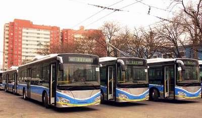 北京空调电车不开空调 公交称因未实行相符票价