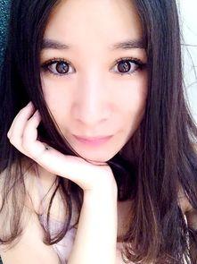 ...江:清新可人的美女主播,萌妹子的一双大眼让许多粉丝为之沉醉....