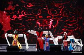 演   演出在激情四溢的打击乐表演中开场   韩国传统舞蹈