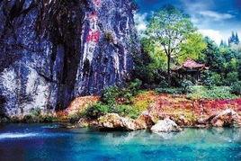 自然的形态美、动态美、色彩美、声音美和朦胧美.洞内钟乳石林立,...