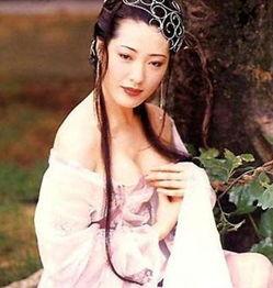 着迷,她那号称亚洲最美丽的性感双峰,让所有