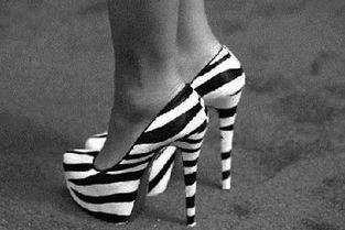 ...,比如后脚跟,脚趾的侧面,会磨起水泡那一种,可以用吹风机,照...