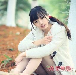 额头大的中学女生扎侧马尾辫发型的时候,齐刘海就不要向上梳了,沿...