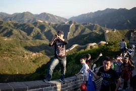 京华明月照归乡-10月4日,北京八达岭长城,游客踏上长城拍照.-各地景点人满为患 ...
