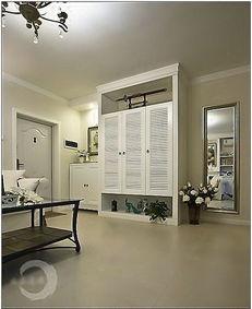利用双面衣柜做隔断,次卧采用伸缩床.在选择款式和配饰上达到清馨...