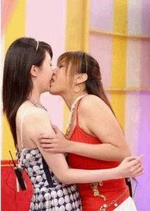美女当众舌吻-网友轰综艺节目 女主播被狗袭胸嘉宾喝尿 五