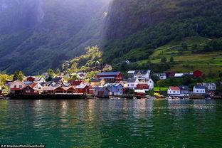 黄色网站名字官方- 五颜六色的小木屋让挪威的恩德里达村(Undredal)宛若迪士尼动画...