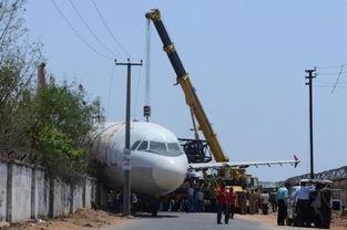 ...机吊运时脱落砸倒墙-印度航空公司