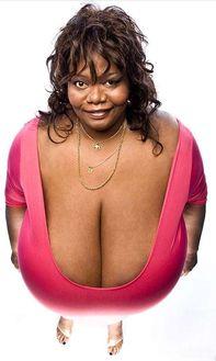 全世界最大胸女人竟遭霸凌 她用自己的胸做了这些事