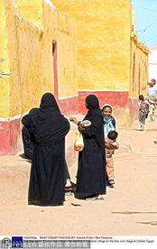 ...畔努比亚村庄的妇女和儿童-去尼罗河谷探寻古埃及文明