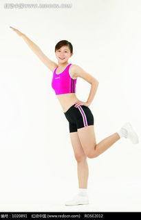 单腿直立单手叉腰的美女图片免费下载 红动网