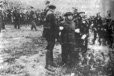 ...杀刽子手谷寿夫被押赴刑场-1947年4月26日 南京大屠杀首恶谷寿夫被...