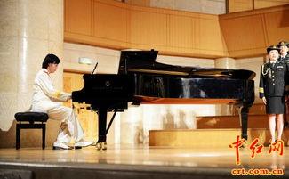 歌》(萧军词、萧鸣配曲),共同演唱了《莫斯科·北京》(威尔士宁...