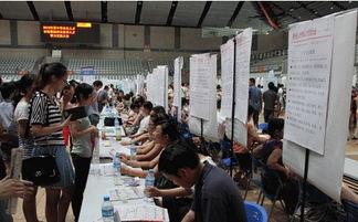 镇江人才市场组织企业赴扬州招揽人才