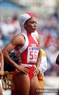 手April Adam穿涂鸦泳衣.   2000年奥运会,澳大利亚选手Cathy ...