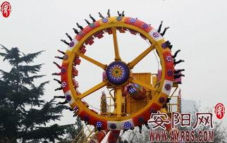 春节期间市民游乐园寻 刺激