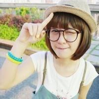 qq头像女生戴眼镜框