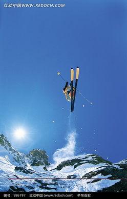 高空雪山飞过的运动员图片免费下载 红动网