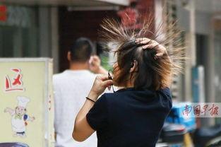 女生名字两个字社会-一名女子从小巷里走过,头发竟然就竖了起来.记者  -美女 怒发冲冠 ...