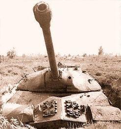 资料图:苏联IS-3重型坦克-1945年美苏英法柏林阅兵 苏联新坦克震惊...