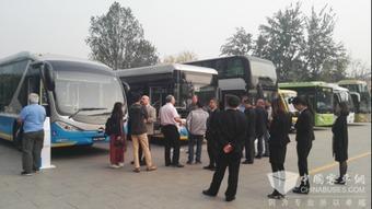 ...TP专家团到访北京公交 盛赞福田欧辉双源无轨电车为国际公交样板