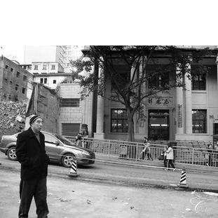 老城里拆的拆,封的封.除了还没搬走的批发市场,居民区几乎就是一...