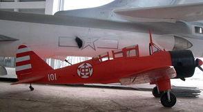 时所用的教-8飞机,是国产新型教练机,与16名姑娘一样已经被世人所...