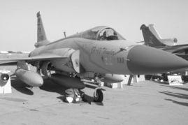 中国产 枭龙 战斗机首次在中东表演飞行