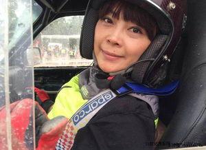 一位来自广东女赛车手,所驾驶车... 全国汽车越野汽车场地赛北京怀...