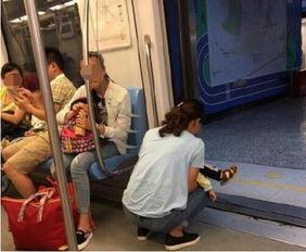 ...可以下去上完厕所再上车的情况下,该女子仍假装听不见.孩子尿...