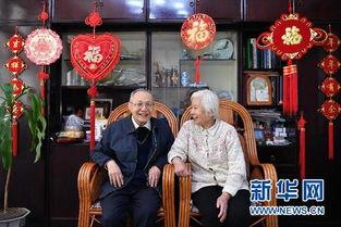 永烈记-顾诵芬院士与夫人江泽菲在家中.江泽菲曾是中国医科大学附属医院的...