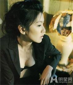 在经典情色电影《制服诱惑之地下法庭》中,林熙蕾为观众奉献了一...