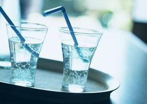 事实上,世界卫生组织推荐人们每天把饮料中的卡路里限制在10%以下...