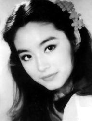 青霞,台湾著名电影女演员,祖籍山东莱阳,1954年11月3日出生于台...