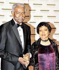 黑人影星戴维斯酒店猝死 疑因心脏... 笃日记》的美国黑人男星柯西戴维...