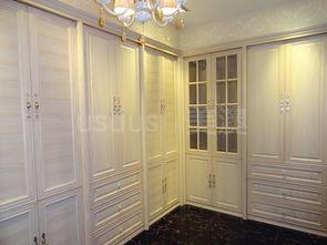 衣柜能承担隔断墙的作用.如果房... 把衣柜设计成顶天立地的款式....