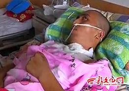 被电击的武建同 视频截图-男子给苹果手机充电时遭电击昏迷