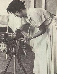 ...谈何容易.江青那时的摄影技术远远没有达到准确掌握百分之一秒...