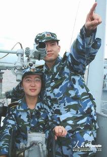 的国防生,打起背包跟随海军东海舰队932舰到舟山海域进行了他们军...
