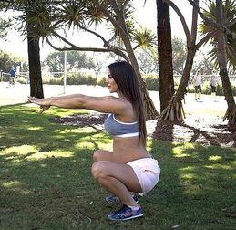 美孕妇怀双胞胎34周仍疯狂健身