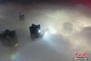 缥缈经-...的高楼被笼罩在飘渺雾气中.当天,经过一场阵雨的洗礼后,南昌出...