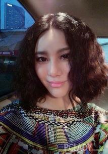 姐也色韩国-在穿总体呈现粉蓝色调的印花衣服时,也可以像尚雯婕这样尝试一下超...