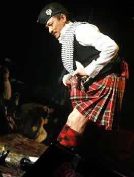 怡红院免费九九色色-据报道,前不久,刘德华为九展举行的音乐会演出,除了跟女舞蹈员大...