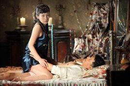 拍吻戏时,只要脸稍微挨着对方的... 不少男女演员都能接受.   陈紫函...